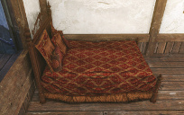 王家の金刺繍の赤ベッド.jpg